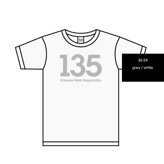 135 Schwarz-Weiß Negativfilm T-shirts